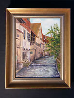 Romantische Altstadtansicht mit Flusslauf und Häuserfassaden in Baden. Monogramm