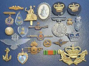 JOB LOT ANTIQUE VINTAGE MITITARIA NAVY RAF CAP BADGES MEDAL SWEETHEART BROOCHES