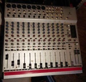Behringer Eurorack Model MX2004A  Stereo Mischpull