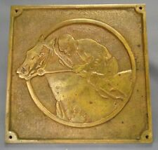 GROSSE PLAQUE EN BRONZE DORE - JOCKEY CHEVAL COURSES PMU