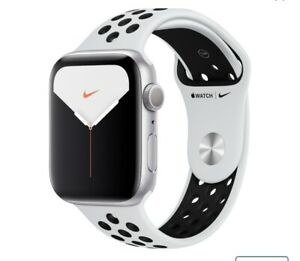 Apple Watch Series 5 Nike 44mm Silver Aluminum Case with Pure Platinum/Black.
