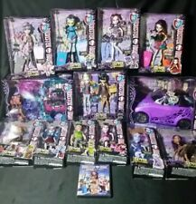 Monster High SCARIS CITY OF FRIGHTS COMPLETE 12 doll Set with Car and Play Set