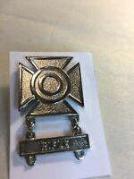 U.S. Army Sharpshooter w/ Rifle Bar Badge Clutch back