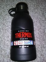New THERMOS Vacuum Insulated Stainless Steel hydration Bottle Screw Top 32 OZ