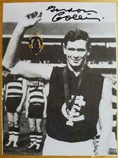 1964 GORDON COLLIS CARLTON HAND SIGNED B&W PHOTO & FREE REPLICA BROWNLOW MEDAL