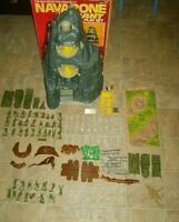 Marx NAVARONE WWII PLAYSET SOLDIER BONUS BATTLEGROUND PART & PLASTIC FIGURE LOT