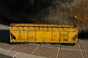 Intermountain HO 4650 3 Bay covered Hopper Car, CSX/ex Chessie System weathered