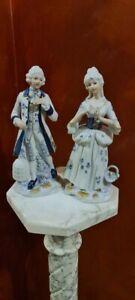 Coppia di statue in ceramica h.22,5cm. Nobili corte dama cavaliere