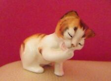 ROYAL DOULTON CHARACTER KITTEN LICKING FRONT PAW HN 2583 - PERFECT !!
