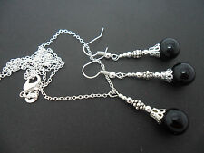 A PRETTY BLACK ONYX BEAD NECKLACE AND  EARRING SET. NEW.