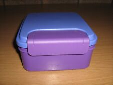 TUPPERWARE  FUEL PACK LUNCH BOX WITH SOLID CLIP SEAL..