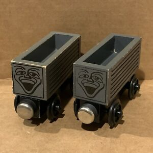 Troublesome Truck Pair - 1992 Thomas & Friends Wooden Railway - Staples Flat VTG