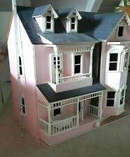 Großes viktorianisches Puppenhaus, wenig bespielt, Maßstab 1:10, 80 x 50 x 80 cm