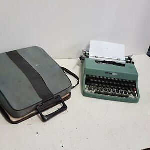 Olivetti Lettera 32 Blue Manual Typewriter Italian Vintage with Case