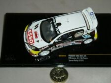 Voiture de rallye miniatures jaune sous boîte fermée