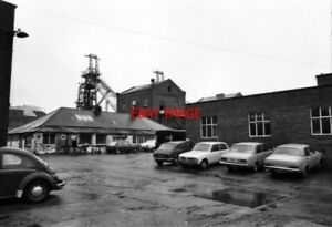 PHOTO  1980 ST HELENS SUTTON MANOR COLLIERY I CAN POST PICTURES OF ALL THE ENGIN