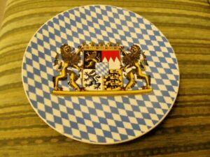 1 Porzellan Teller, Bayern, Bayernlied, Wappen, 70er 80er, Wandteller