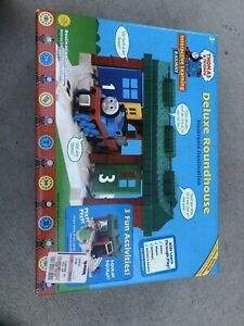 Thomas Friends Deluxe Roundhouse Electronic Destination Playset 2004 OOP NIB