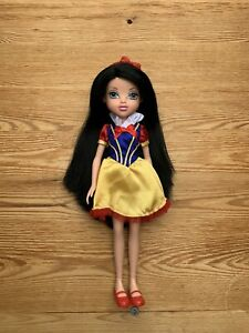 Moxie Girlz Snow White Doll