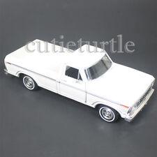 Motormax 1979 Ford F-150 Custom Pickup Truck 1:24 Diecast Model 74346 White
