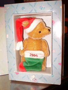 GUND-Christmas Classic Winnie the Pooh  6 in Tall  Teddy Bear Collectible- NOS