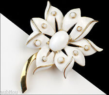 VINTAGE CROWN TRIFARI FLORAL WHITE ENAMEL CABOCHON FLOWER BROOCH PIN 1960's