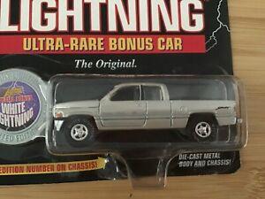 WHITE LIGHTNING 1996 DODGE RAM 1500  1997 JOHNNY LIGHTNING TRUCKIN' AMERICA 1:64