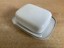Thomas Medaillon Wide Platinum Band - Butter Dish