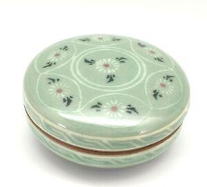 VTG Celadon Ceramic Bamboo Floral Design Daisy Trinket Box