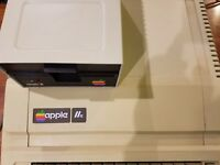 VINTAGE APPLE IIe 2E A2S2064 PERSONAL COMPUTER w/DISK II DISK DRIVE, JOYSTICK