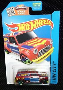 Hot Wheels HW City 2015 27/250 '67 Austin Mini Van ( Red )