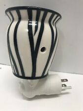 Scentsy Zebra Stripes Wax Warmer Lamp w/ Bulb Black White Full Size Electric