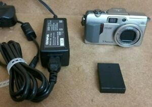 Olympus Camedia C-70 Zoom Digital Compact Camera + Charger 7.1 megapixel 5x Zoom