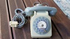téléphone vintage gris a cadran