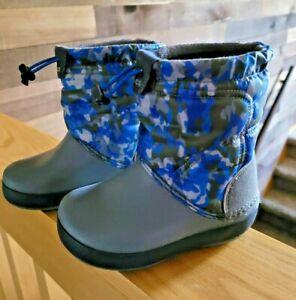 Toddler Boys Crocs Snow Boots C9 Winter Lodgepoint 205828 Size 9 Gray Camo EUC