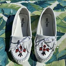 Minnetonka moccasins Thunderbird white leather beaded Women's size 8