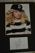 "AMY POEHLER  AUTOGRAPH SIGNED  CARD (10""X8"" PHOTO) (SNL)  COA 55"