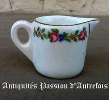 B201742 - Tout petit ( 4,5 cm ) pot à lait porcelaine de Baudour Cerabel 1934-68
