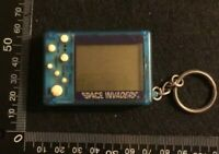 VINTAGE RETRO KEYRING KEY FOB -  SPACE INVADERS ELECTRONIC GAME UNTESTED (HH96)