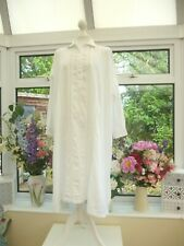VINTAGE *PETAL* WHITE EMBROIDERED COTTON NIGHTDRESS ONESIZE