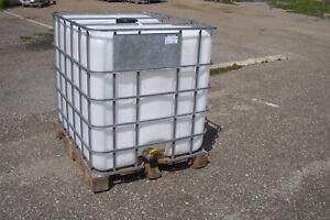 IBC Tank Regenwassertank 1000 L auf Holzpalette