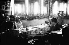BRIGITTE BARDOT Photographe Paparazzi Restaurant Tournage Molinaro Photo 1963
