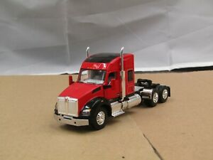 1/64 Dcp Viper red/black Kenworth T680 sleeper tractor new no box
