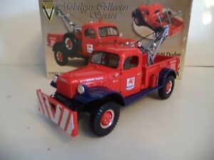 FIRST GEAR DODGE POWER WAGON  TOW TRUCK MOBIL GAS  1/30TH SCALE   IN  BOX