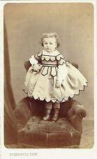 Photo cdv : Thiebault ; Une fillette debout dans un fauteuil , vers 1865