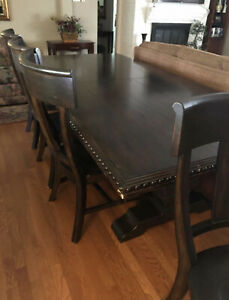 Slightly Used, Beautiful Design, Solid Wooden Dining Room Table With 4 Chairs.