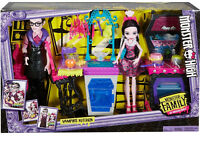 MATTEL MONSTER HIGH MONSTER FAMILY of DRACULAURA Dolls Kitchen Play Set *NEW*