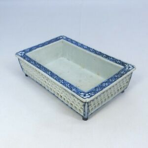 A174: Chinese small shallow flower basin of old porcelain of Qing Dynasty age.
