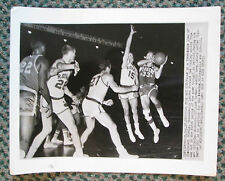 VINTAGE WIRE PHOTO 1/27/60 HOT ROD HUNDLEY OF THE LAKERS IN ACTION