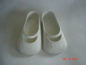 """NICE!!  Vtg. PAIR WHITE MARY JANE DOLL SHOES VINYL / RUBBER 8T MADE USA 2 7/8"""""""